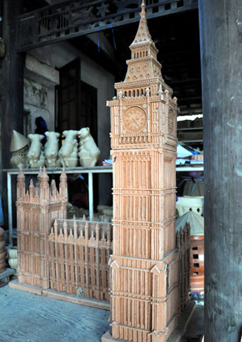 Big-ban-clock-tower 400 years old pottery village in Hoi An town